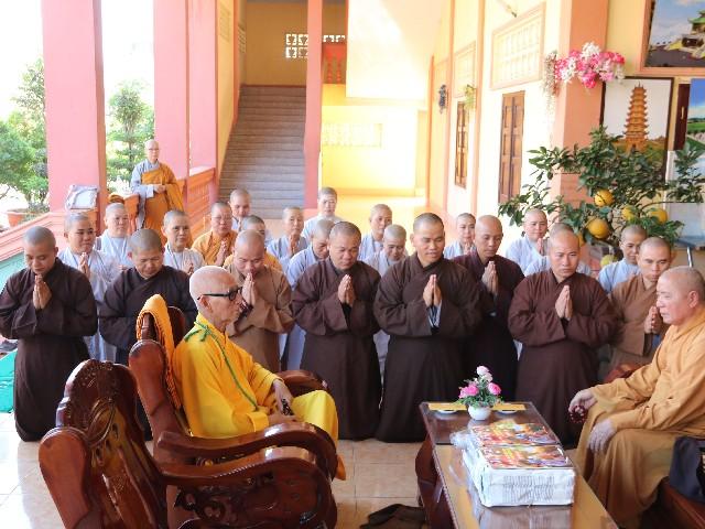 Cựu Tăng Ni Sinh TC khóa III - CĐKII khánh tuế Hòa Thượng Hiệu Trưởng và chư tôn đức Giáo Thọ sư